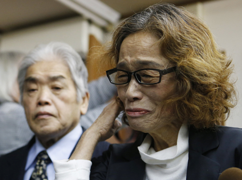 Junko Ishido, mother of Kenji Goto, a Japanese journalist who was held captive by Islamic State militants, speaks to reporters at her house in Tokyo February 1, 2015. Islamic State militants said on Saturday they had beheaded Goto, the second Japanese hostage, after the failure of international efforts to secure his release through a prisoner swap. REUTERS/Yuya Shino (JAPAN - Tags: POLITICS CIVIL UNREST)