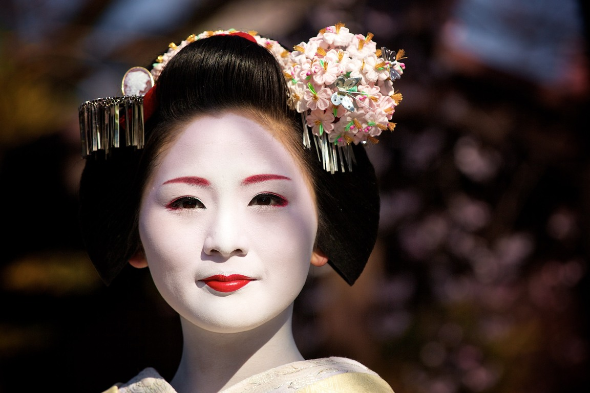 geisha-culture_of_japan-gion-japanese_people-kanzashi-maiko-woman