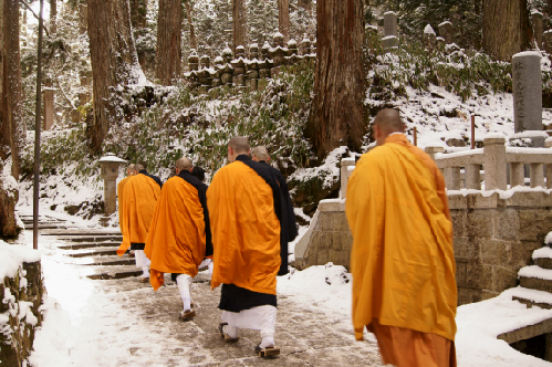 Koyasan-Mount-Koya-monks_1388109388.jpg